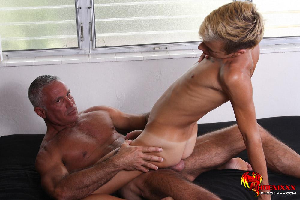 gay blondhair bang