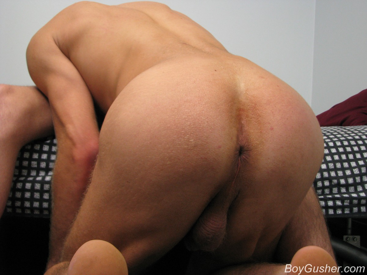 shemale fucking her own ass