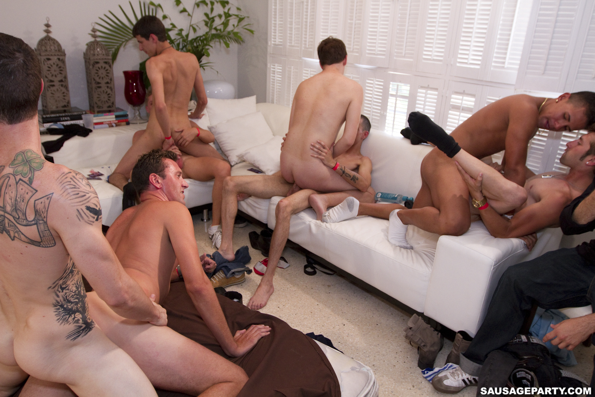 Group of guys end up in duo wanking on cam 8